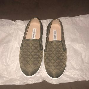 Steve Madden quilted army green flat